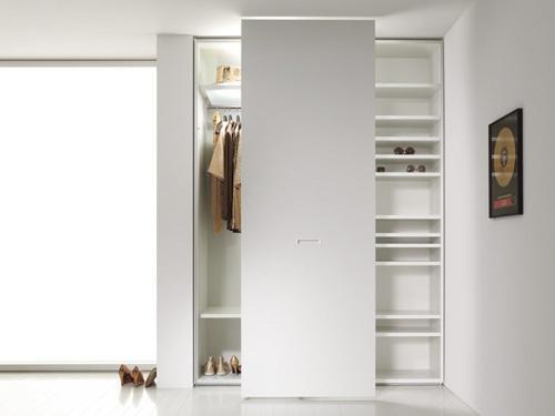Белый шкаф для белой прихожей