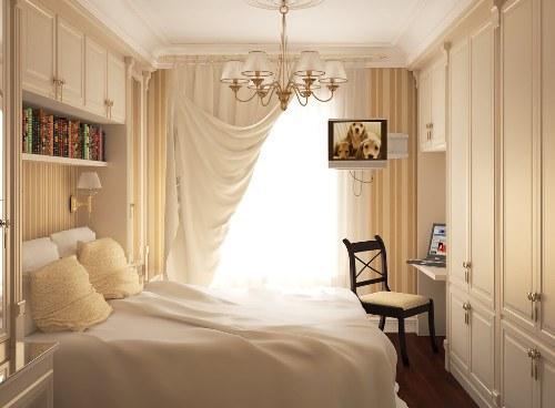 Маленькая светлая спальня