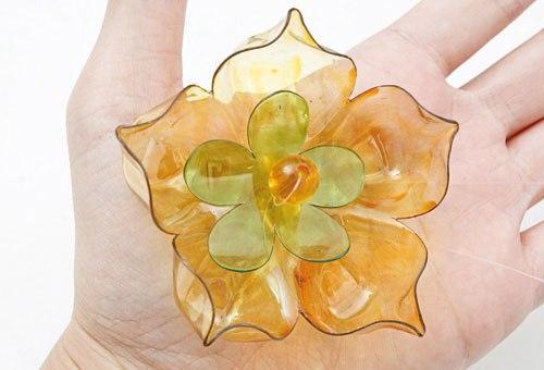 Цветок из пластиковой бутылки