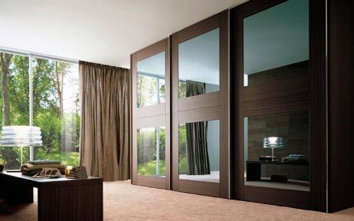 Дизайн шкафа с большими зеркалами