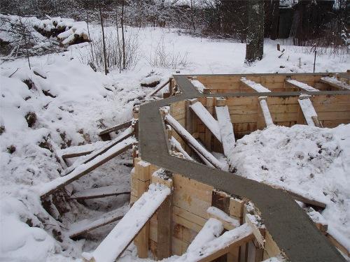 Фундамент зимой. За и против