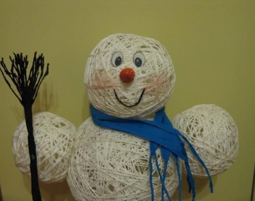 Как сделать снеговика из ниток?