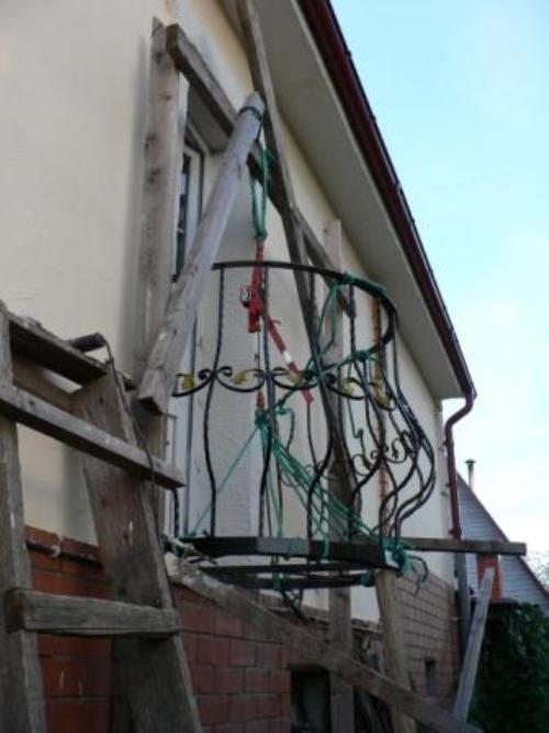 Установка круглого балкона