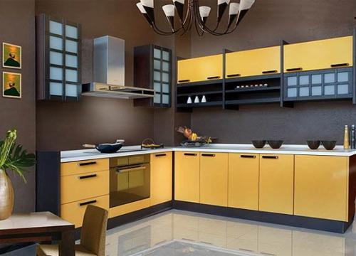Темные вкрапления в интерьере желтой кухни