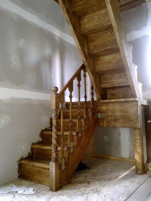 Лестница на чердак вскрытая морилкой