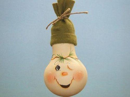 Прикольная новогодняя игрушка из лампочки