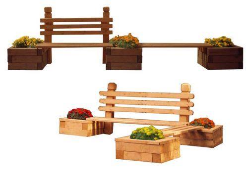Деревянная скамейка для дачи с цветником