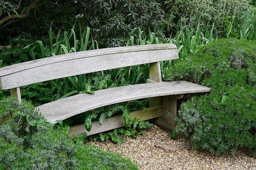 Полукруглая скамейка для дачи