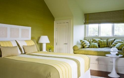 Спальня с полутонами зеленого цвета