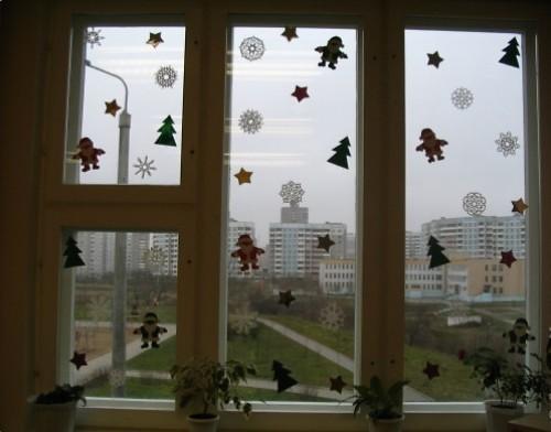 Украшение окон на Новый Год снежинками