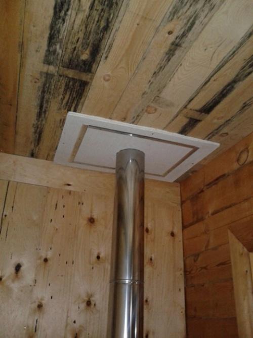 Потолок подшивается магнезитовой плитой