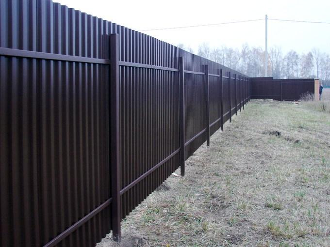 Забор из профнастила - достоинства и недостатки