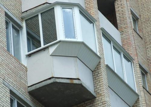 Маленький балкон с выносом