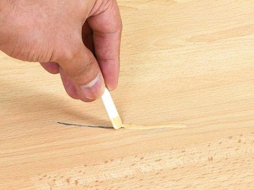 Специальная паста или замазка для удаления царапин с ламината
