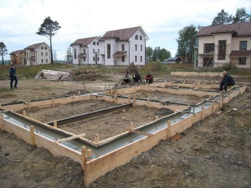 Как залить фундамент под дом?