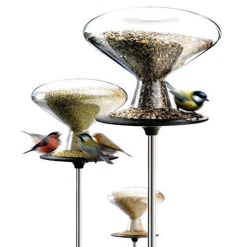 Современная и красивая кормушка для птиц