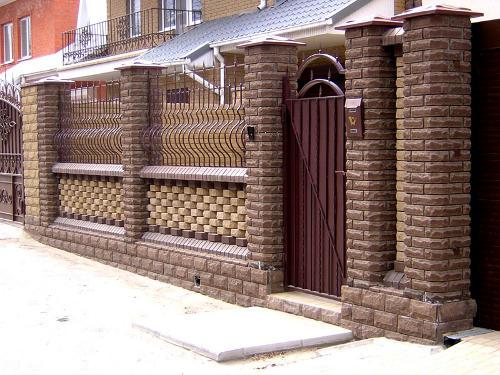 Красивый кирпичный забор
