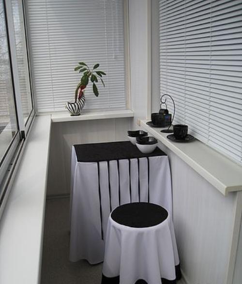 Интерьер маленького балкона. Фото 11