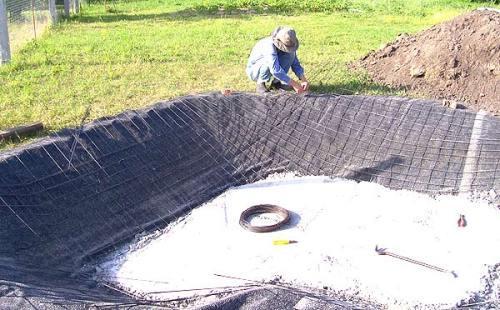 Армирование стен водоема