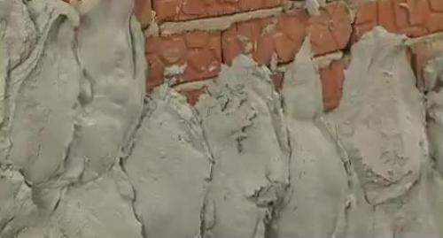 Штукатурка стен. Наносим штукатурный раствор на стену