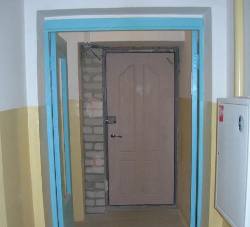 Как утеплить железную входную дверь? Фото 7