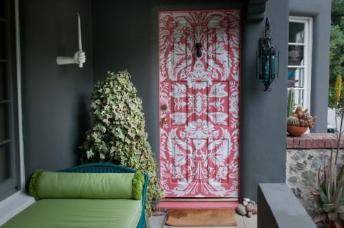 Краски и трафарет для декора двери
