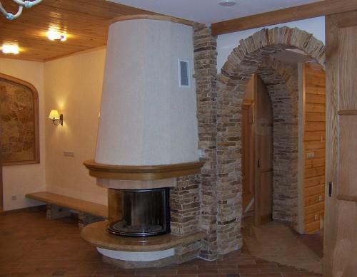 Отделка дверных проемов декоративным камнем. Фото