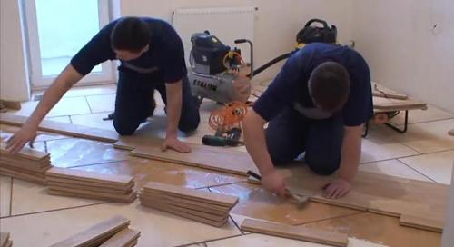 pose parquet stratifie a clipser video devis travaux en. Black Bedroom Furniture Sets. Home Design Ideas