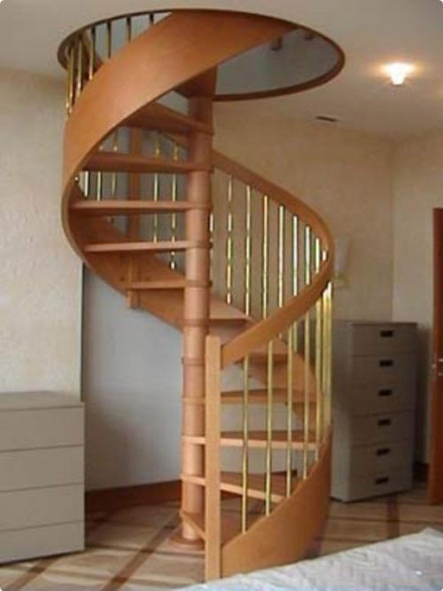 Винтовая лестница на мансарду. Фото 3