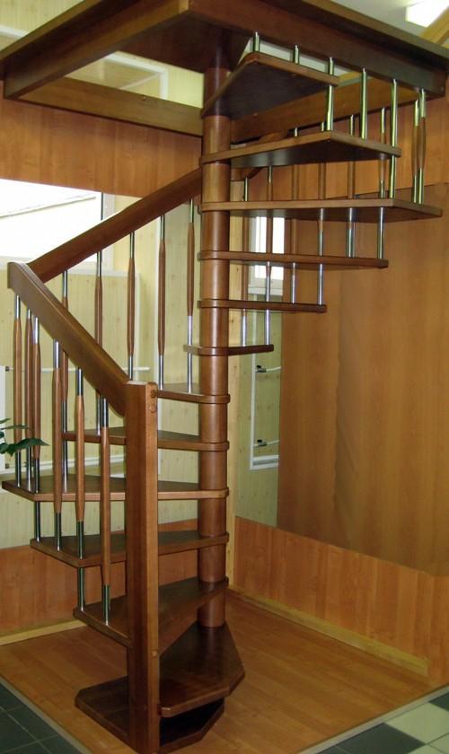 Винтовая лестница на мансарду. Фото 5