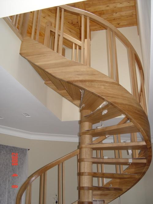 Винтовая лестница на мансарду. Фото 6