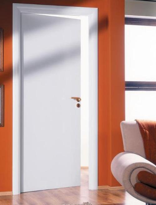 Белые глянцевые межкомнатные двери. Фото