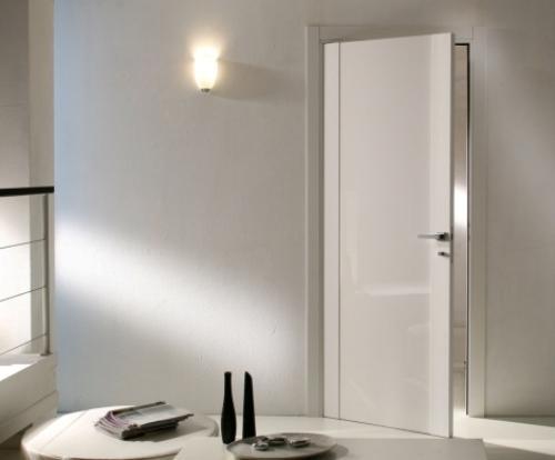 Белые глянцевые межкомнатные двери