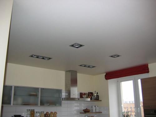 Белый натяжной потолок. Фото 2