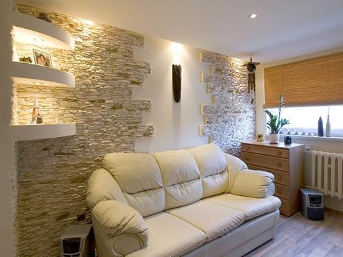 Декоративный камень в интерьере квартиры. Фото