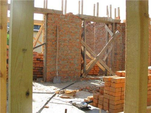 Внутренние стены и перегородки  в доме из соломы