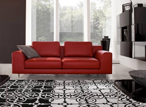 Гостиная с красным диваном. Фото 4
