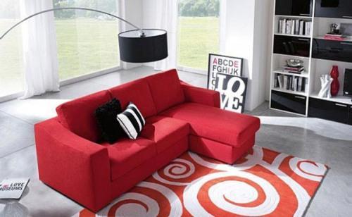 Гостиная с красным диваном. Фото 5