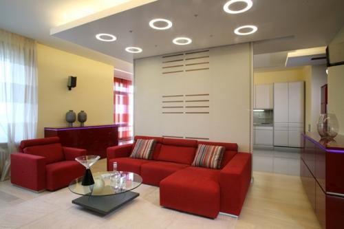 Гостиная с красным диваном. Фото 6