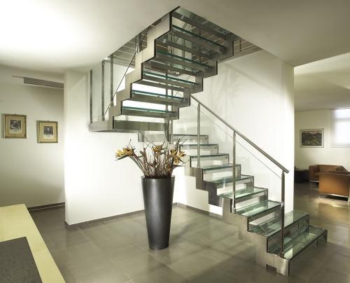 Готовые стеклянные лестницы на второй этаж