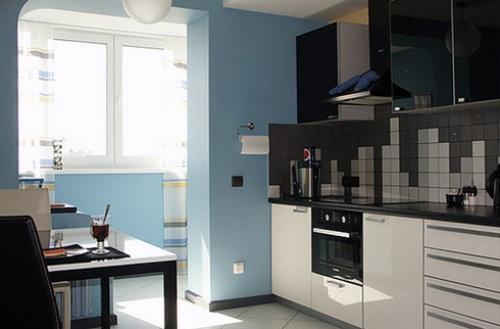 Интерьер кухни с балконом. Фото
