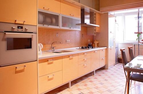 Интерьер кухни с балконом. Фото 4