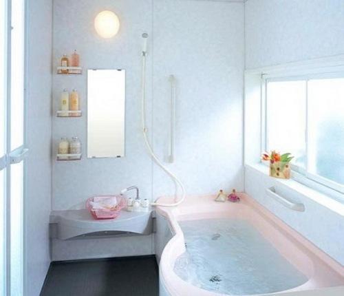 Интерьер маленькой ванной комнаты. Фото 7