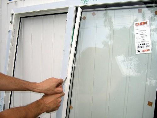 Как вытащить стекло из пластикового окна