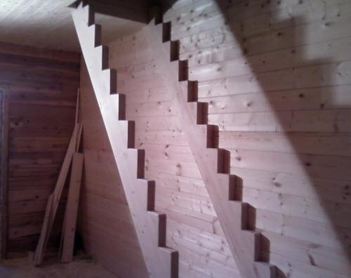 Монтаж тетивы лестницы