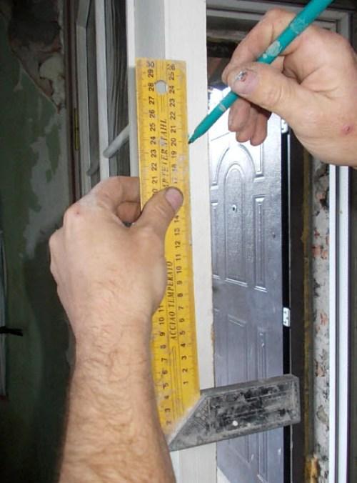 Разметка для установки замка в межкомнатную дверь
