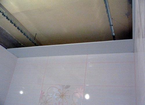 Початок монтажа реечного потолка своими руками