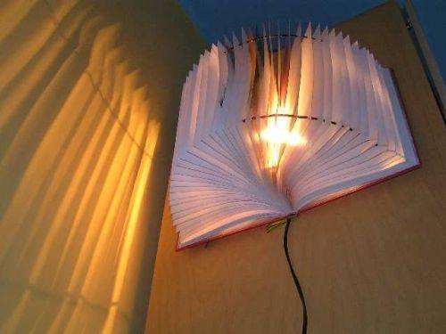 Необычный светильник из книги