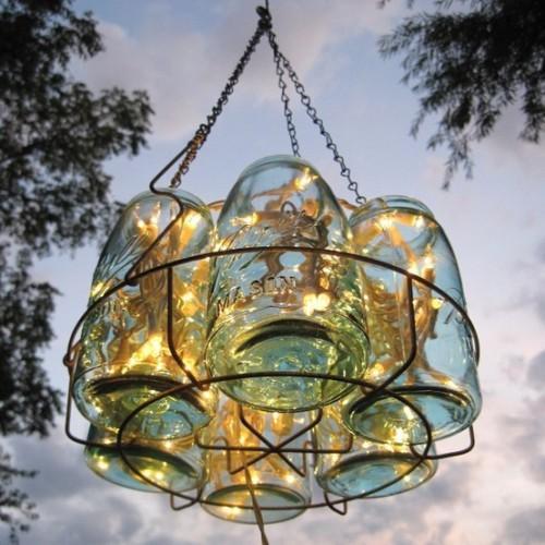 Необычный светильник из стеклянных банок