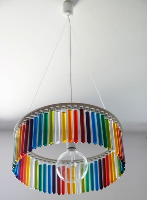 Необычный светильник из стеклянных колбочек